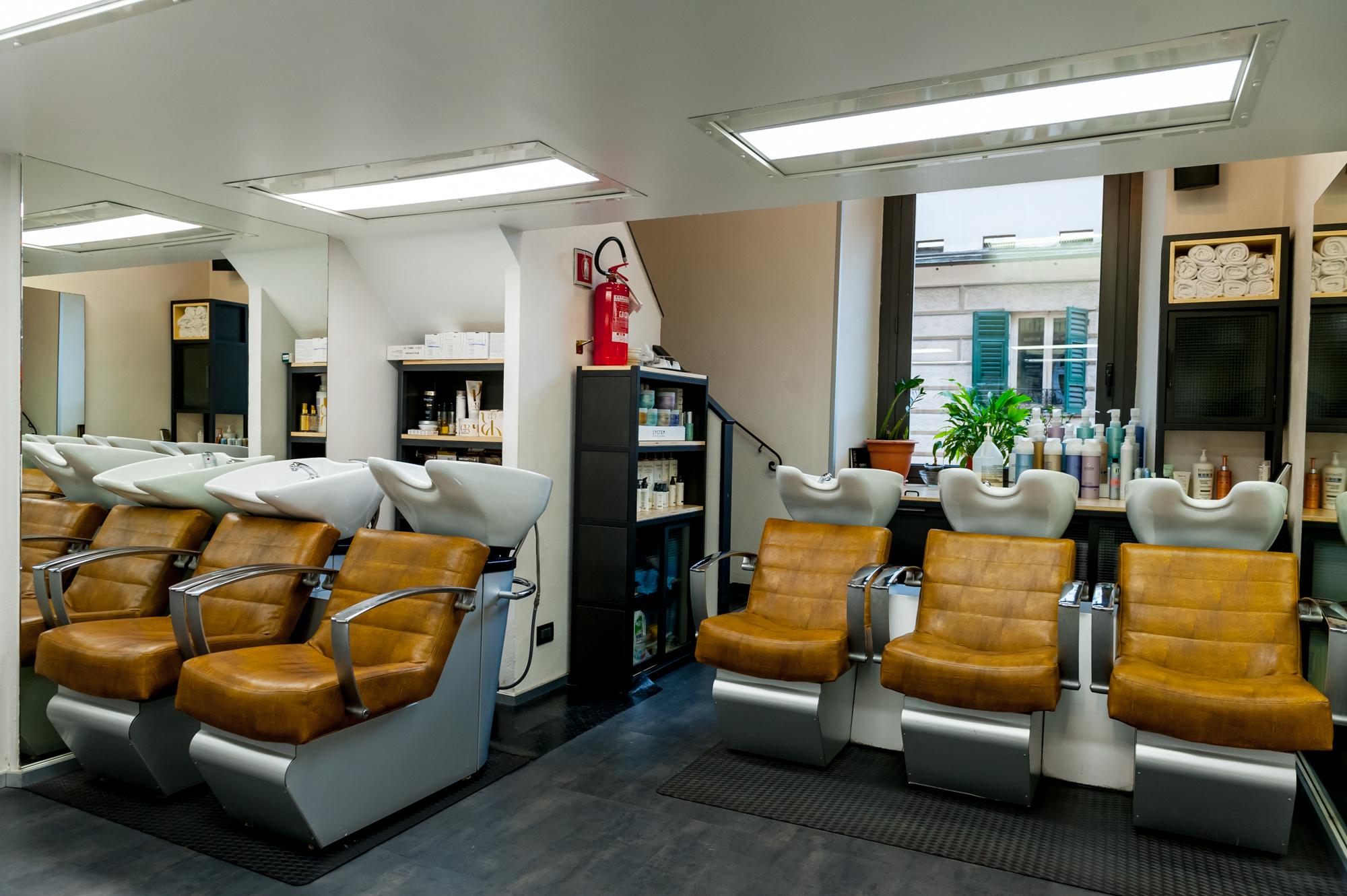 Equipe giorgio arredamento per parrucchieri salone di for Mobili per salone